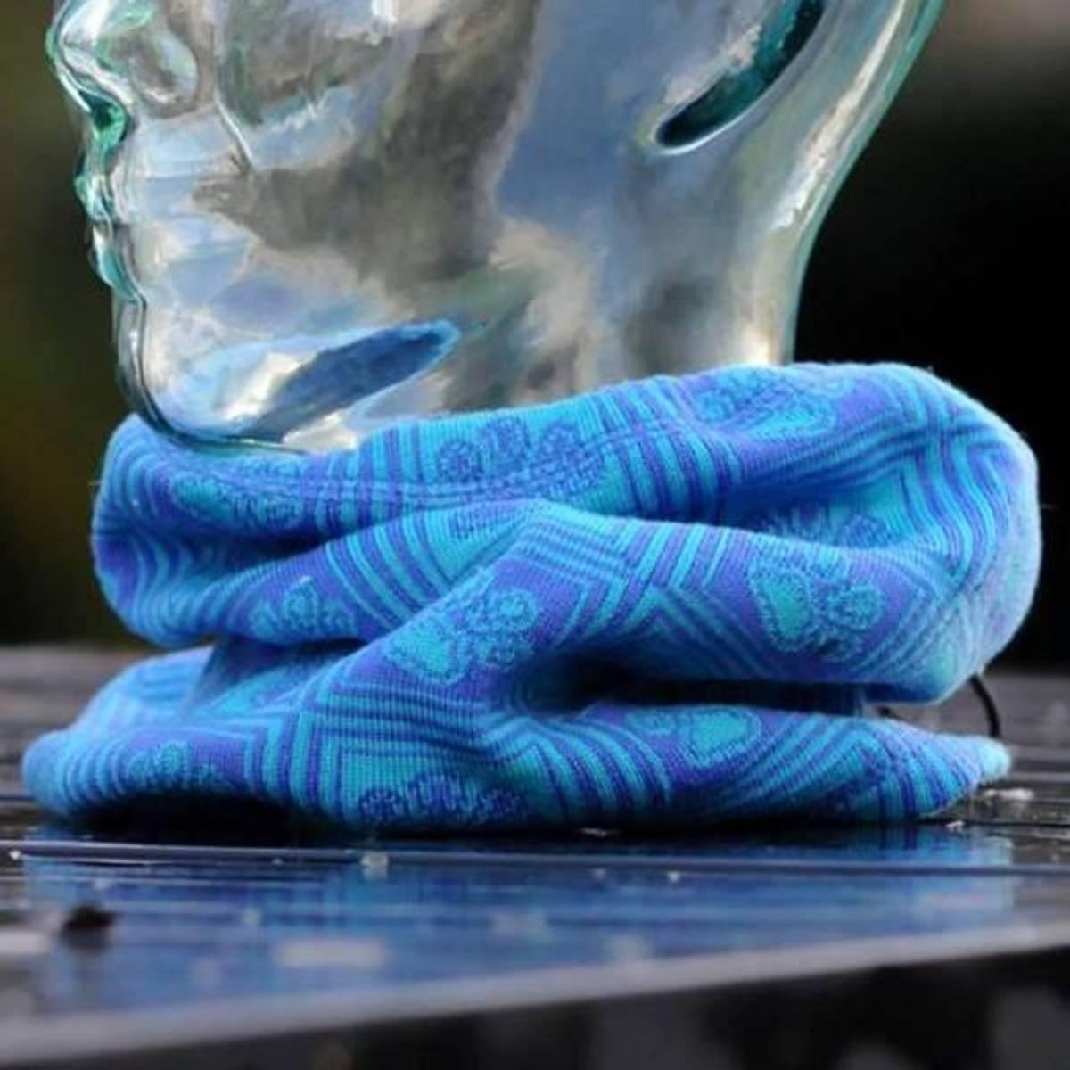 Wool neck DAKOTA - merino wool paw pattern